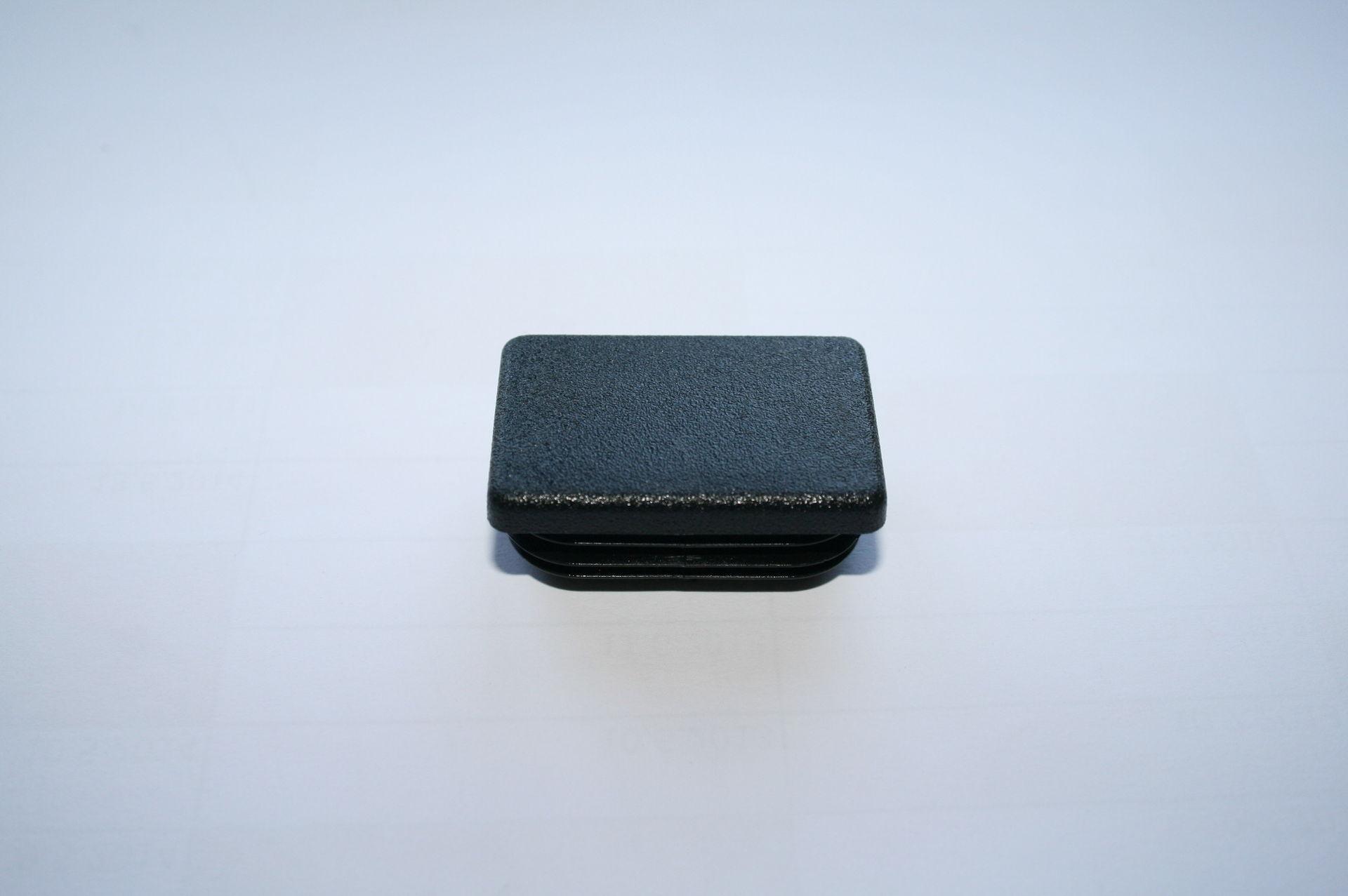 Záslepka černá 45x30 mm