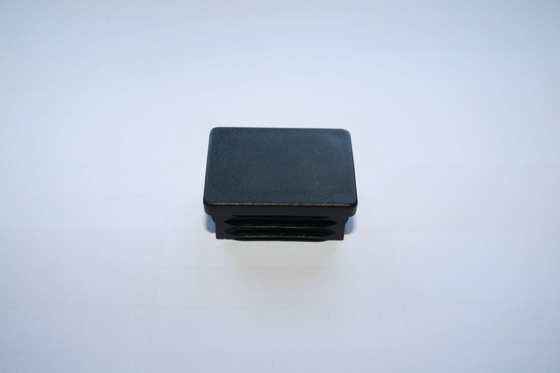 Záslepka černá 40x30 mm