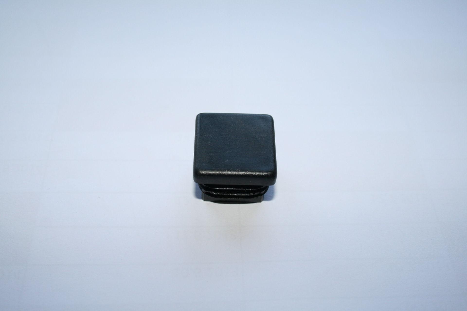 Záslepka černá 25x25 mm