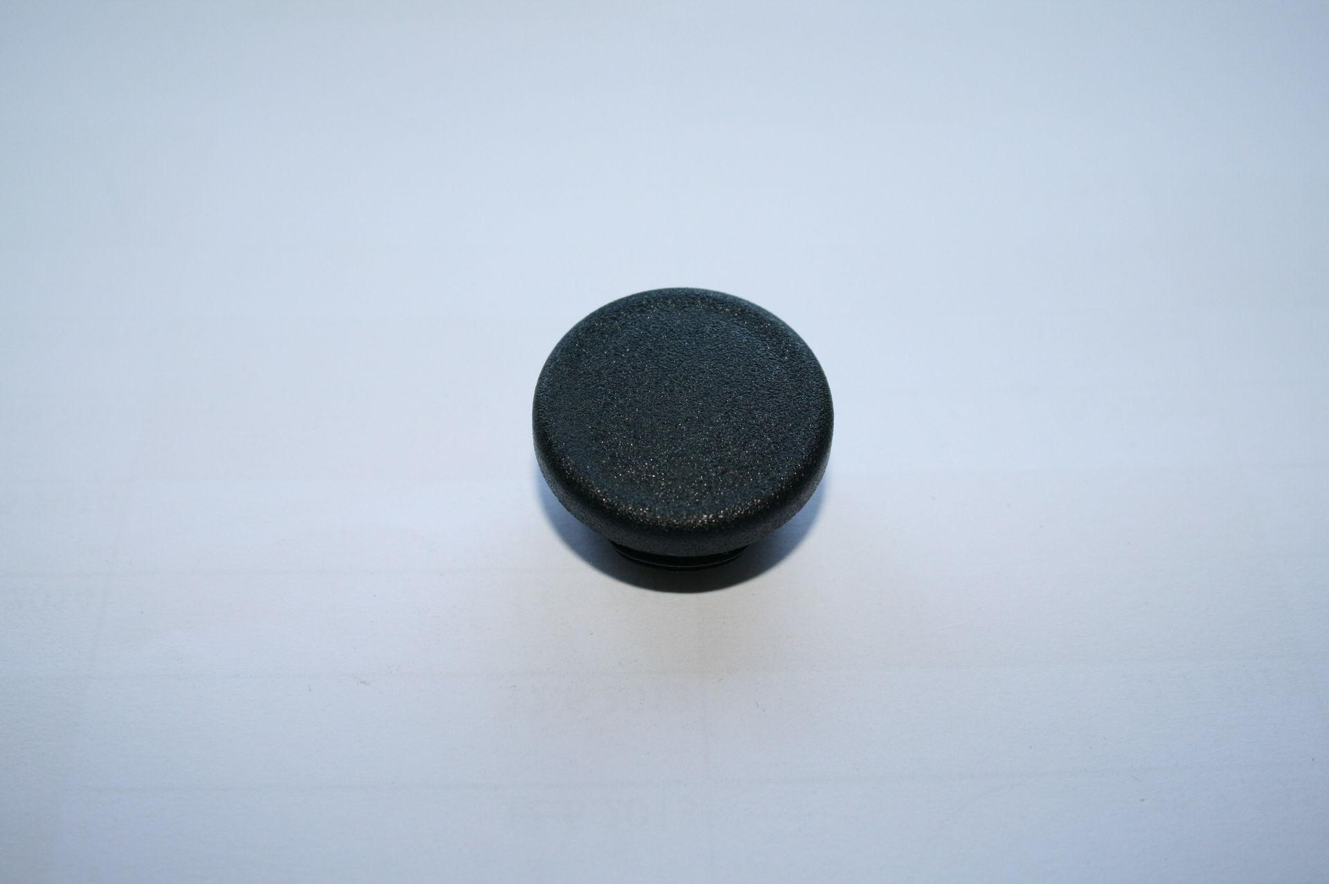 Záslepka černá kulatá pr. 32 mm