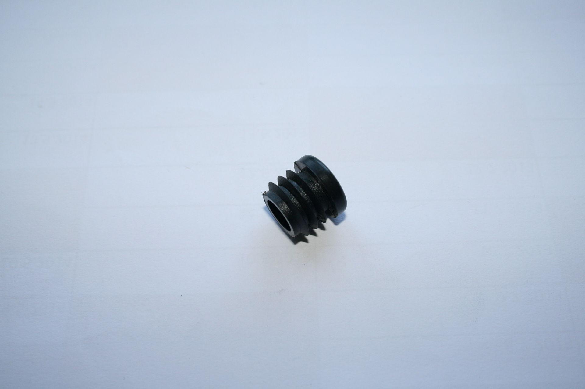 Záslepka černá kulatá pr. 17 mm